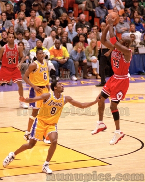 Kobe Bryant hacks Michael Jordan - Chicago 1998