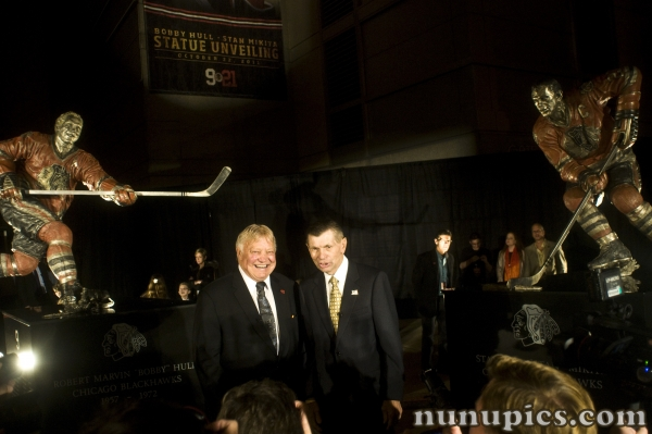 Bobby Hull and Stan Makita get statue honor at the United Center 10-22-11