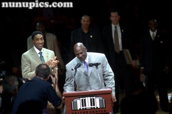 Michael Jordan speaks at the 1991 20th Anniversary Chicago Bulls Reunion March 12 2011