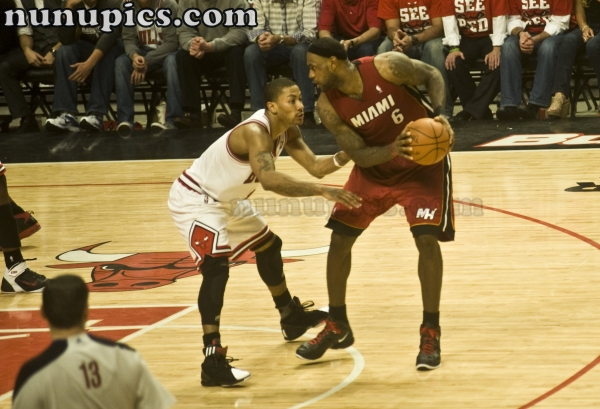 Derrick Rose guards Lebron James May 26 2011 ECF game 5