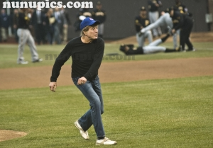 Robert Redford Opening day Chicago Cubs April 1 2011 First Pitch
