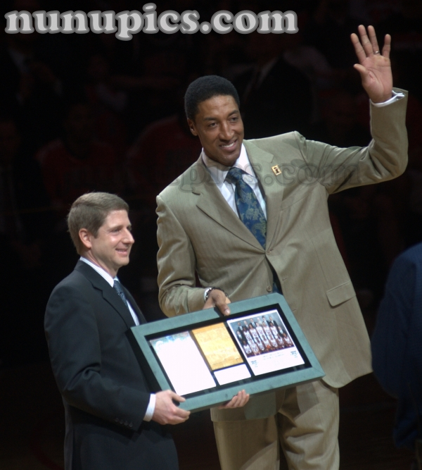 Scotty Pippen gets introduced at 1991 20th Anniversary Chicago Bulls Reunion March 12 2011