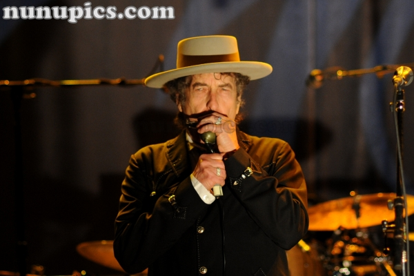 Bob Dylan with a sweet Tangle Up In Blue  October 31 2011 Riveria Chicago Il