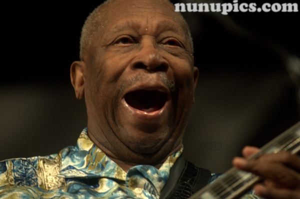 Legendary Blues guitarist B.B. King rocks Jazz Fest New Orleans 2010